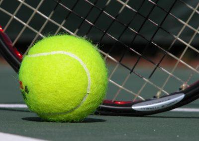 pelota-y-raqueta-de-tenis